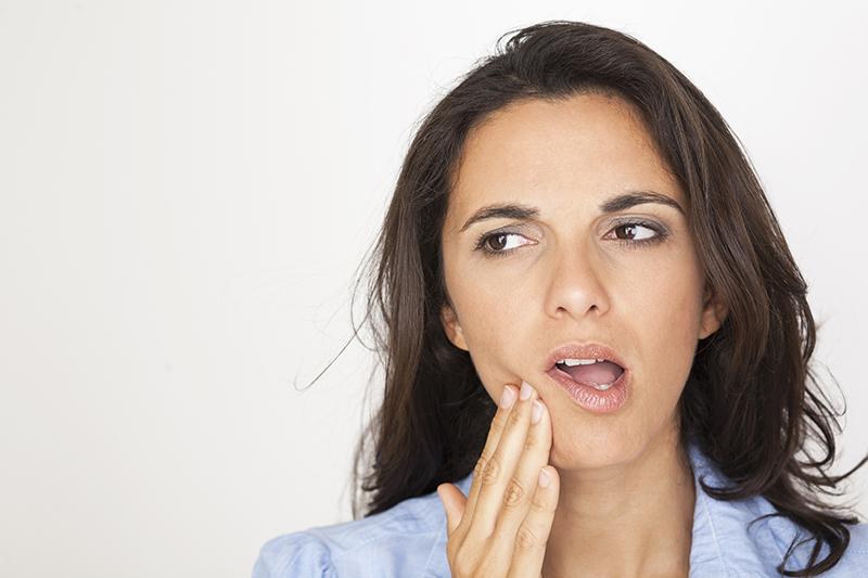 Dolor de muelas, diente roto… ¿Cómo actuar ante las urgencias dentales?